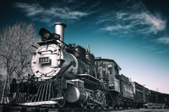 Engine 318 - Locomotive and Boxcars